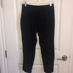 Athleta Casual Black Capris